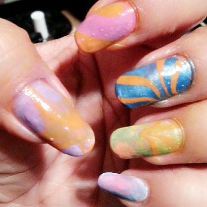 Water marbling nail design