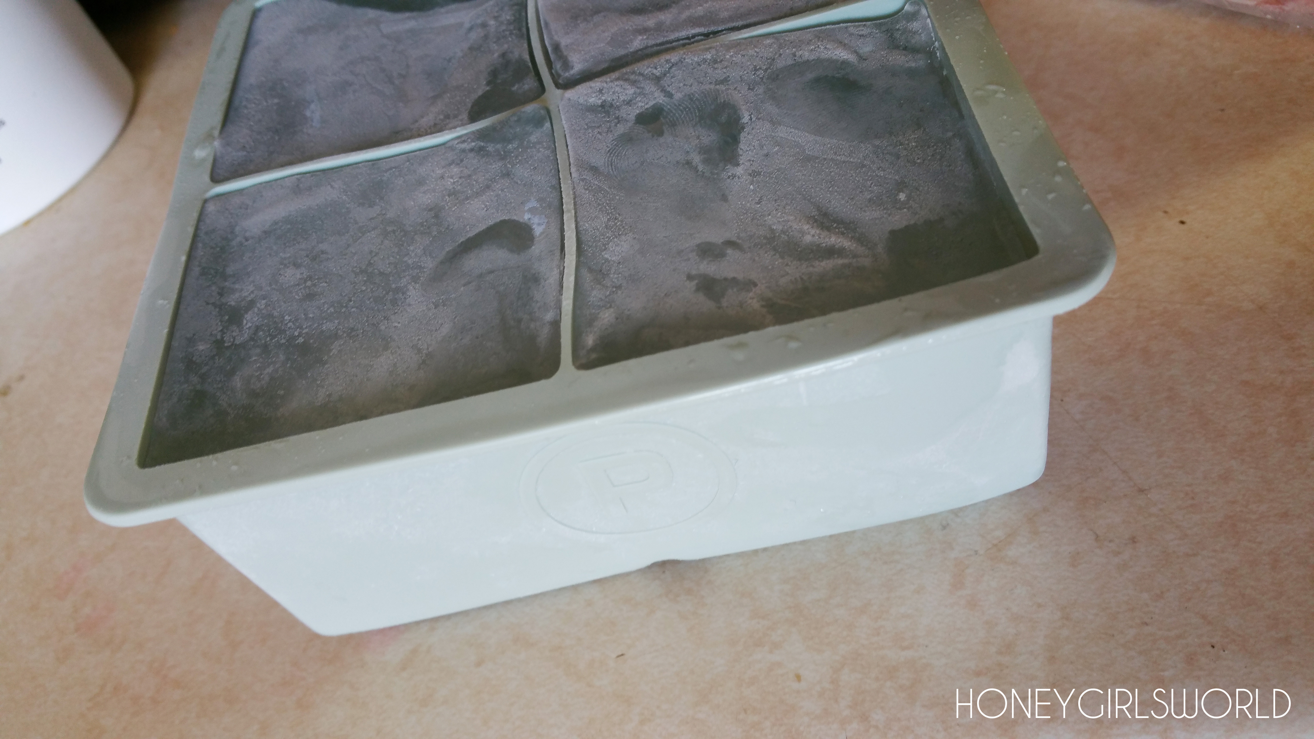 PRODUCT REVIEW - Jumbo Silicone Ice Cube Molds