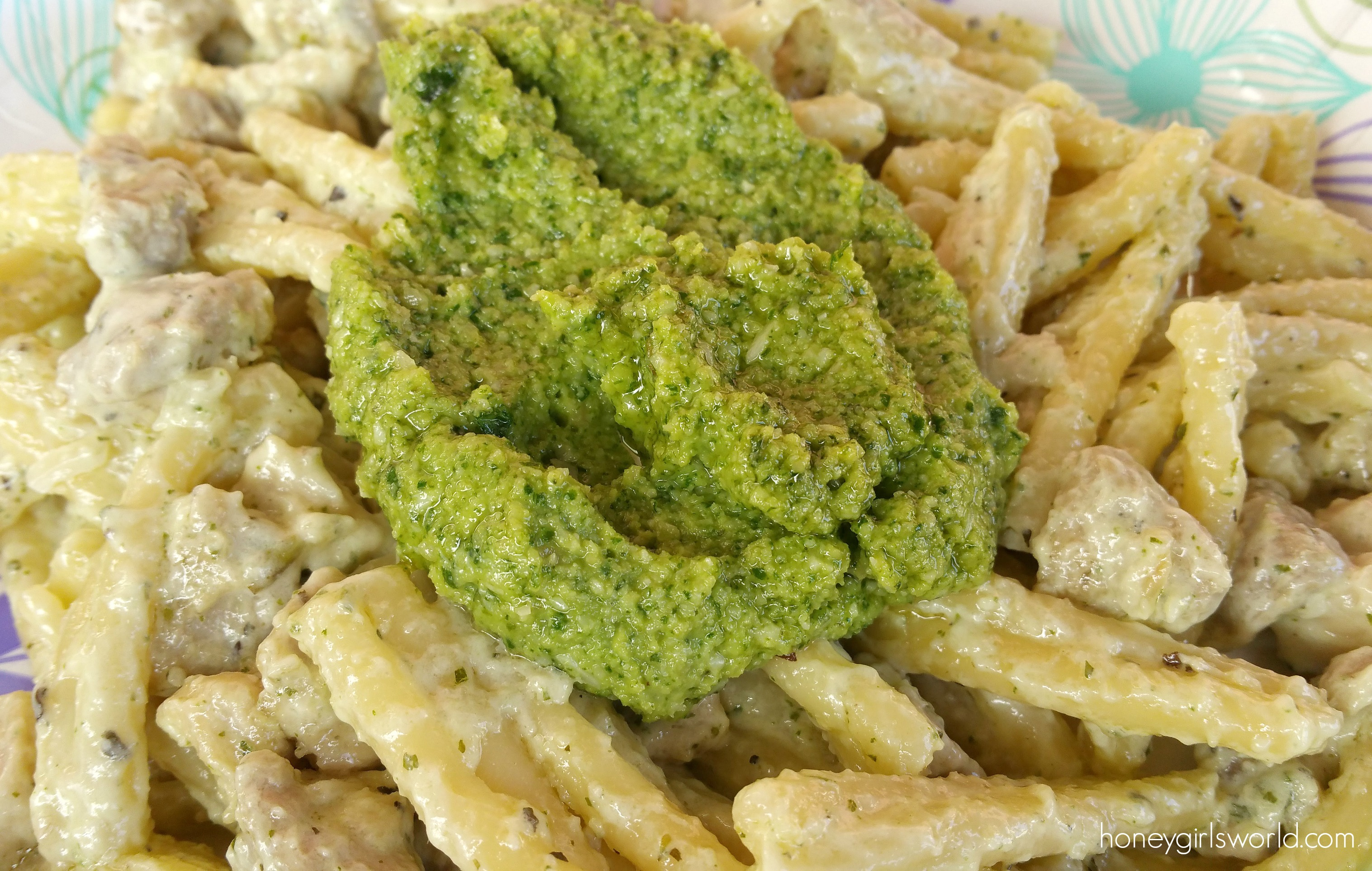easy pesto recipe, macadamia nut pesto, pesto, pasta, easy pesto, macadamia nut pesto, italian food, food, recipe, delicious, dinner, quick pasta sauce, quick dinner, 30 minute meals,