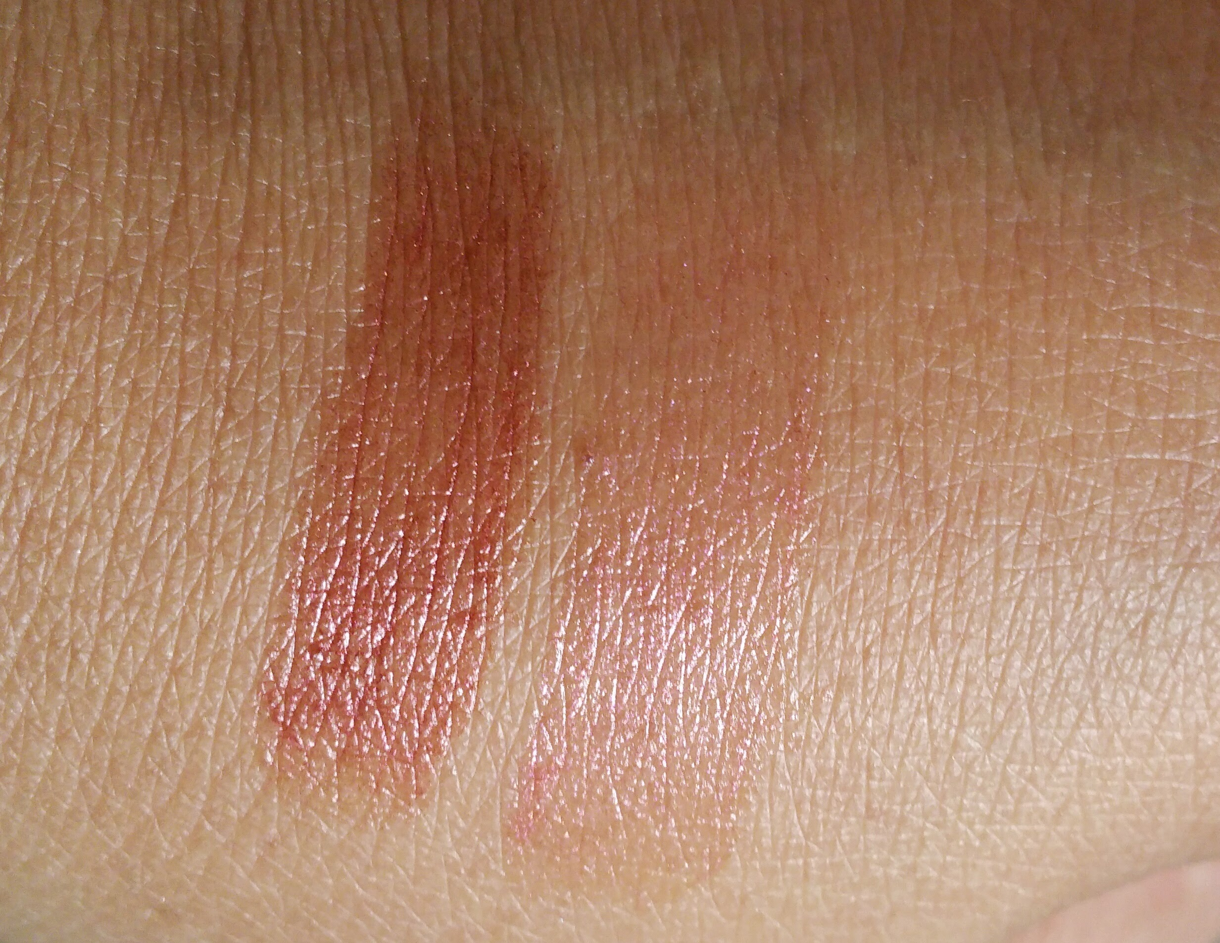 deVine beauty, deVine, lips, lip balm, reservatrol, review, beauty, makeup, lips, beauty review, swatches, antioxidants, anti-aging,