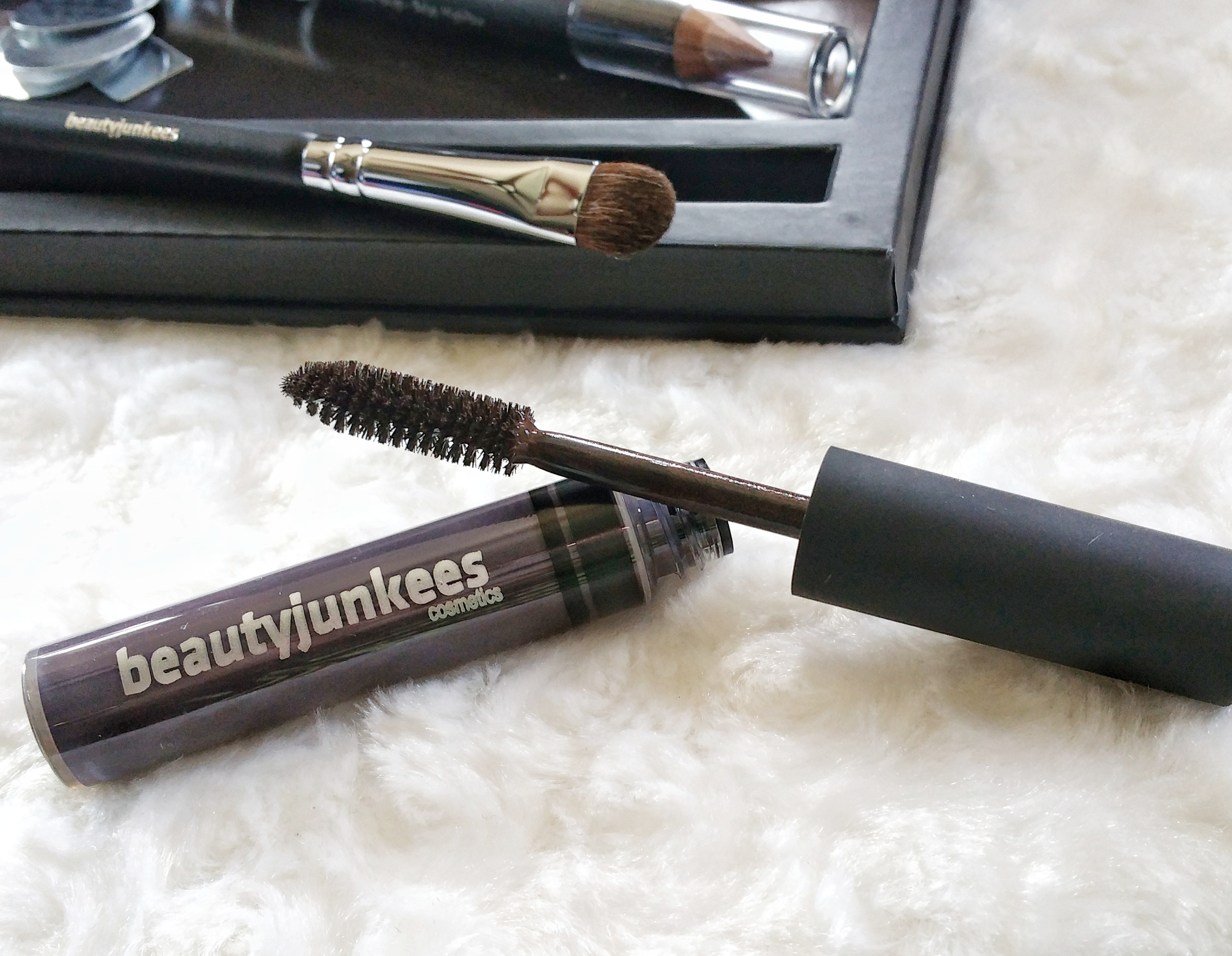 beauty junkees, affordable products, cosmetics, makeup, makeup brush, magnetic palette, z palette dupe, lip pumice, eye brows, brow tint gel, makeup brushes, concealer, pencil, highlight pencil, new products, Beauty Junkees, beauty care, makeup review, review,