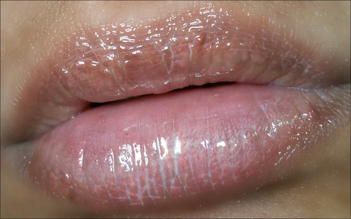 lip gloss, jesses girl, jesses girl glow stix lip gloss, holographic lip gloss, gloss, makeup, beauty, swatches, iridescent lip gloss, makeup review, review, product review, lips,