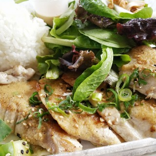 Wayne's Sushi, Maui eats, Maui, Fresh off the boat food truck, wayne's sushi food truck, food truck, restaurant review, maui eatery, maui food, sushi, fish, seafood, fresh seafood,